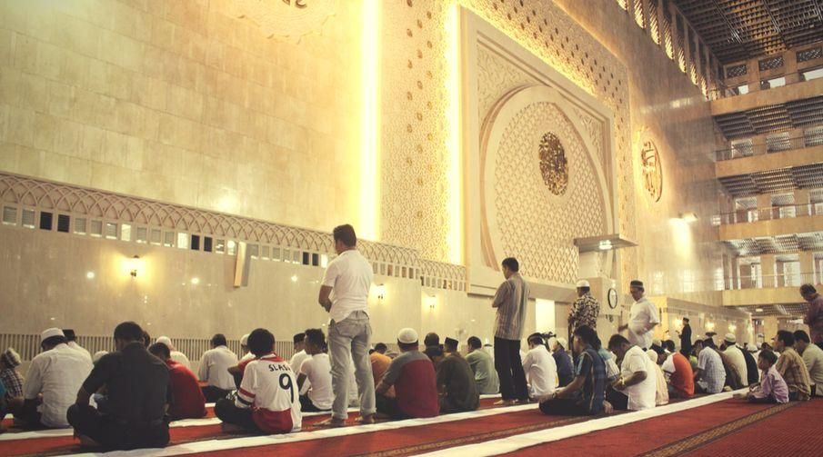 Belajar Shalat Jamaah (Arti, Hukum, Syarat, Tata cara dan Keutamaannya)