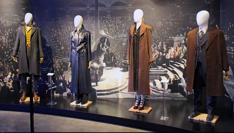 Os trajes de Os Crimes de Grindelwald chegam aos estúdios Warner Bros. em Hollywood