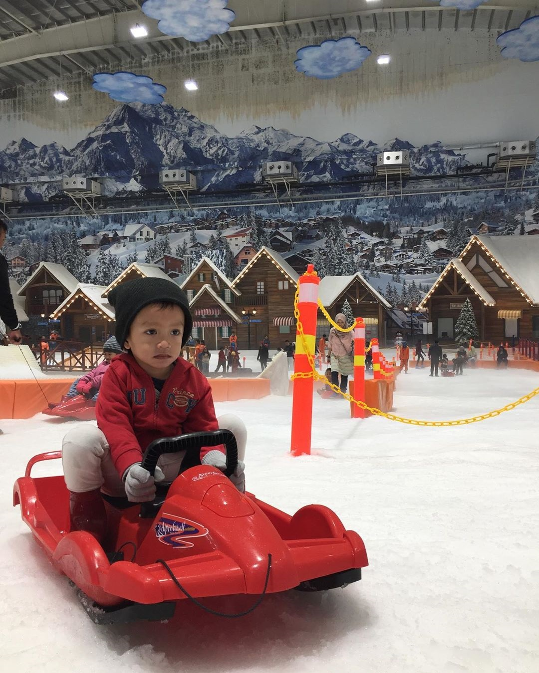 Wahana Seluncuran Trans Snow World