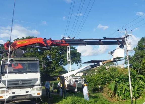 APURE: Comunidad Las Minas II favorecida con sustitución de transformador de 50kVA en San Fernando.