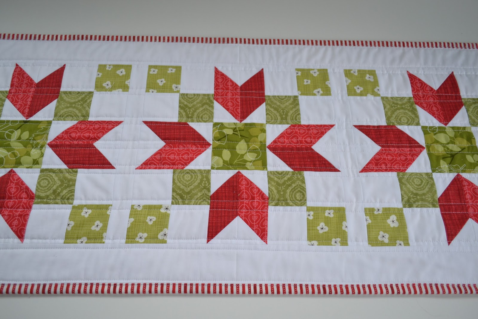 Sew Fresh Quilts: {Another} Christmas Poinsettia Quilted Table Runner