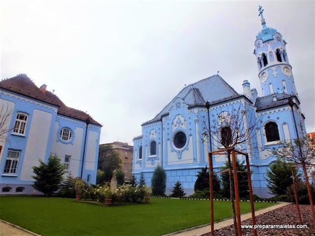 visitar la iglesia azul de Bratislava
