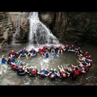 Paket ini Kami mengajak Anda untuk Mengunjungi wisata Alam , melalui River Tubing dan Body Rafting.