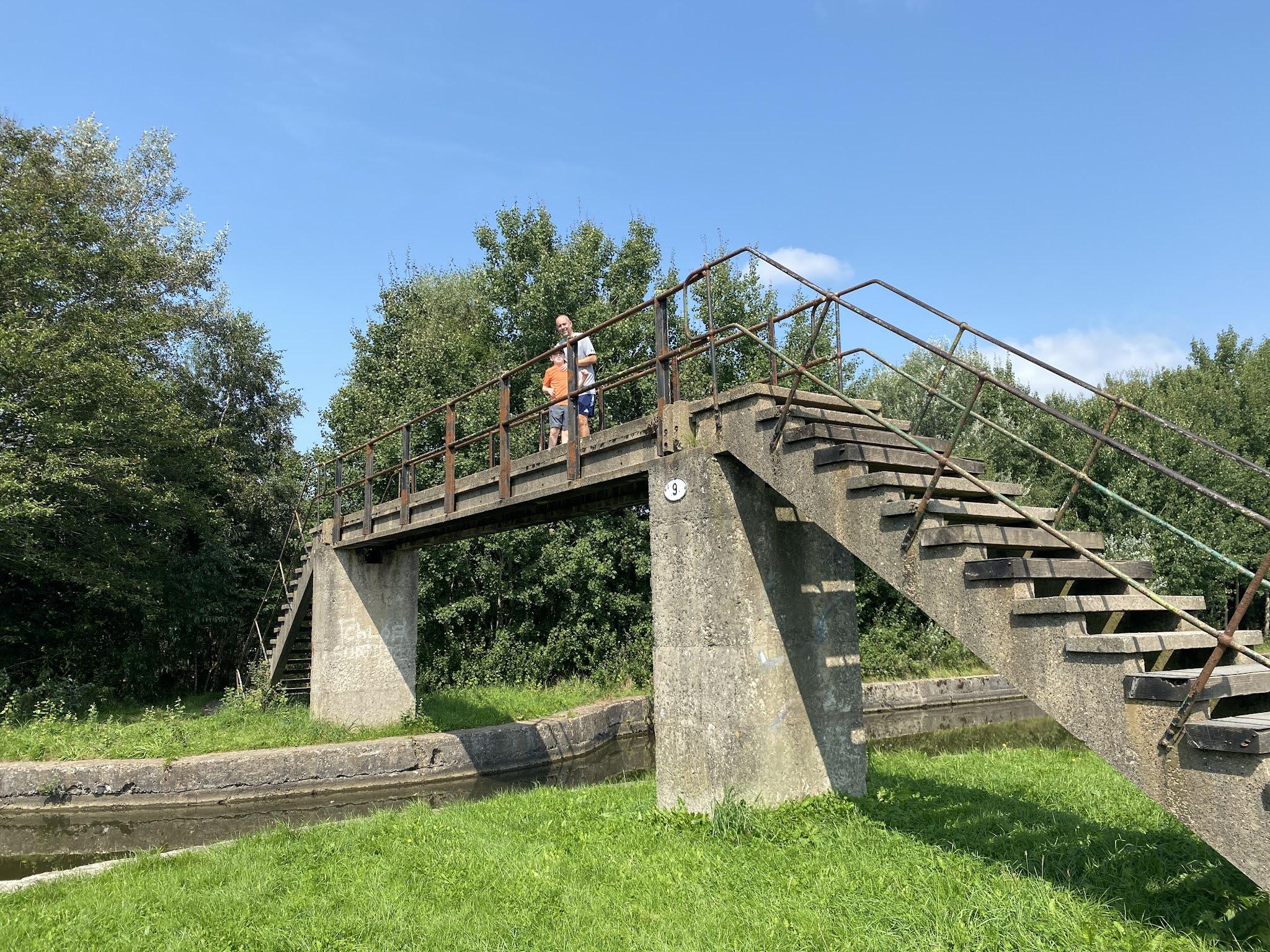 bridge over the liverpool leeds canal