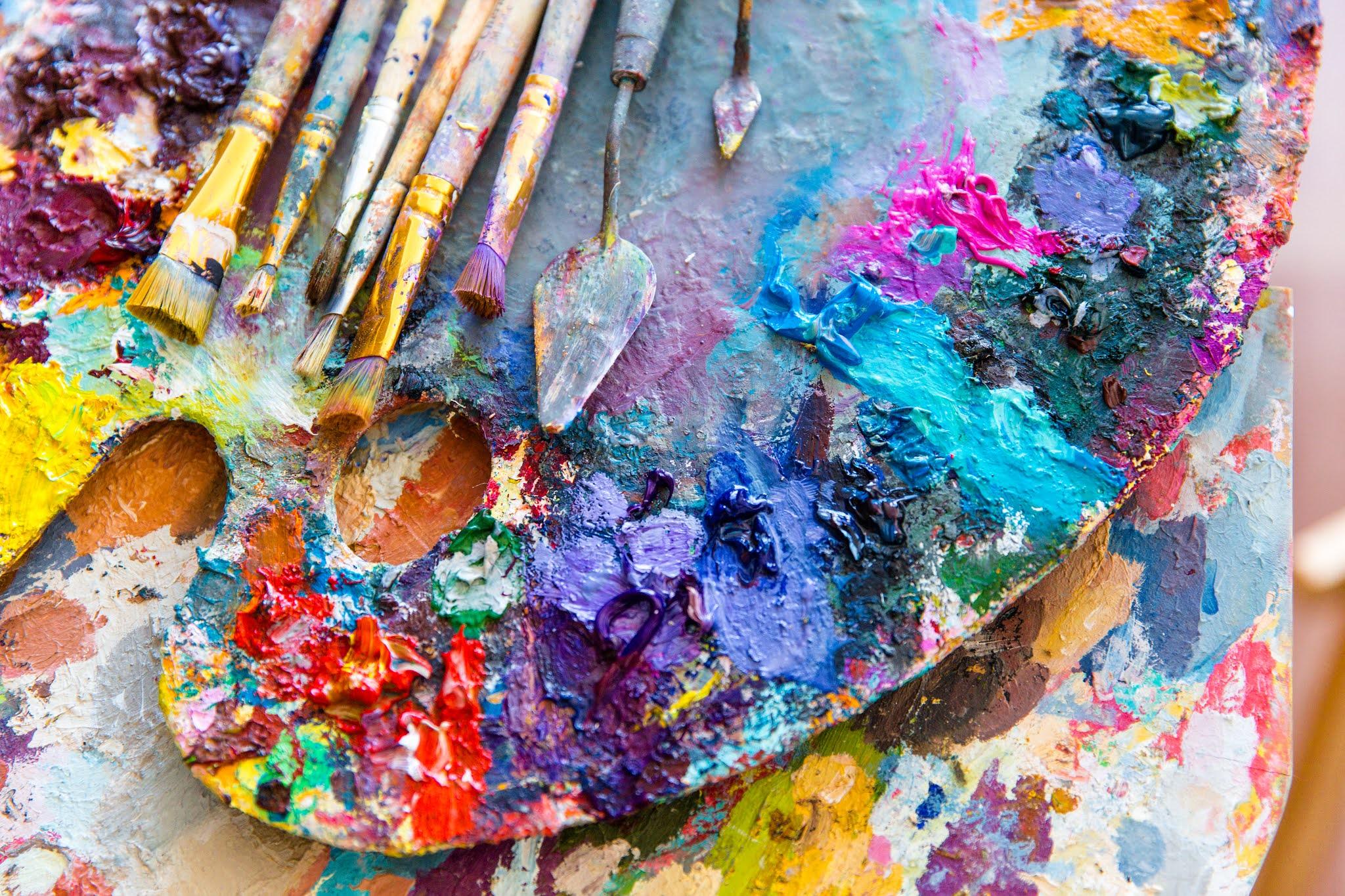 """""""أبوظبي للفنون"""" تتألق بممارساتها الفنية على مستوى العالم"""