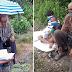 71-Anyos na Lolo, Matiyagang Sinasamahan ang mga Apo sa Bundok Upang Mag-aral Dahil Doon Lamang may Signal!