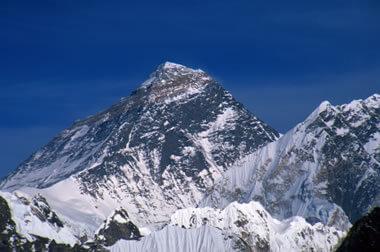 Secara pandangan fisik normal, mount everest sebagai puncak tertinggi, namun ternyata ada yg lebih tinggi yaitu gunung mauna kea yg terdapat di hawai