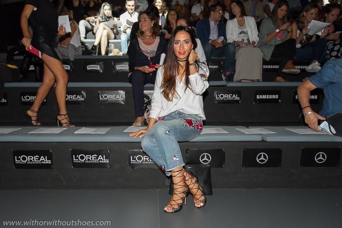BLogger influencer española de moda en la primera fila de los desfiles de la fashion week madrid