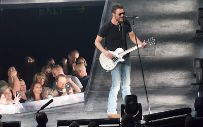 eric church plays country music in phoenix