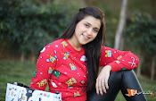 Mannara Chopra Sizzling Stills-thumbnail-1