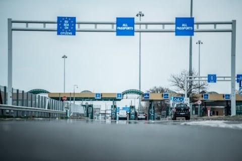 Szünetel a forgalom a záhonyi határátkelőhelyen