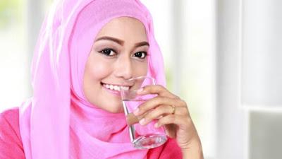 10 Manfaat Air Minum Putih Saat Perut Kosong Setiap Hari