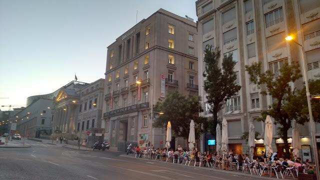 """Terraza de """"los cien montaditos"""" en Madrid"""