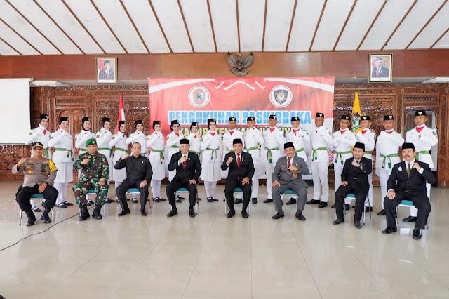 KodimKaranganyar - Bupati Kukuhkan Paskibraka 2020 Kabupaten Karanganyar