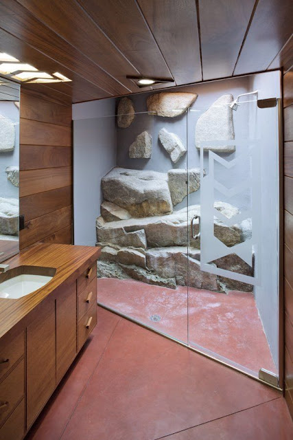 Closet Bathroom Design