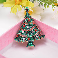 http://www.banggood.com/Christmas-Tree-Rhinestone-Alloy-Brooch-Pins-Christmas-Gift-p-1009431.html?rmmds=collection?utmid=1100?utm_source=sns&utm_ medium=redid&utm_campaign=4dnaomi&utm_content=chelsea
