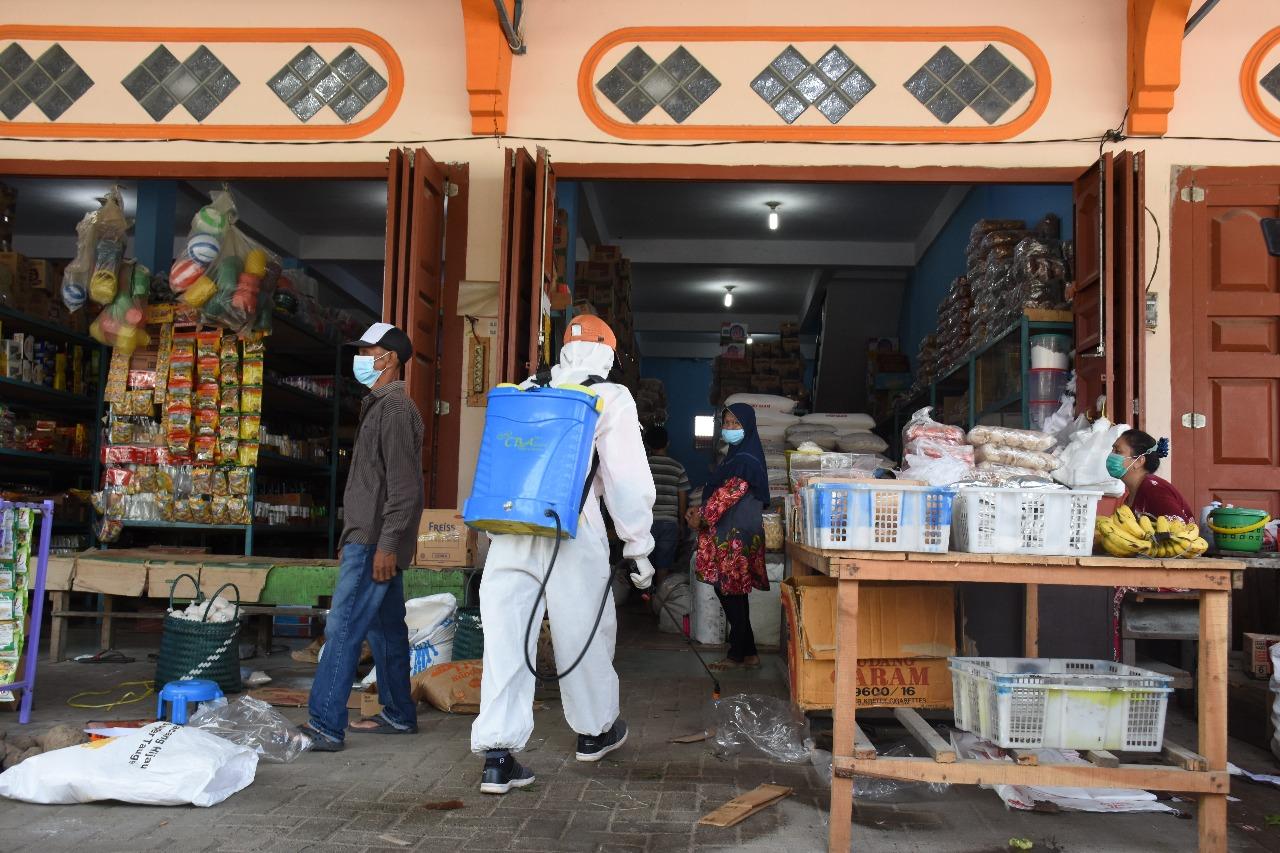 Pemkab Sergai Melakukan Penyemprotan Disinfektan Massal Dibeberapa Titik Fasilitas Publik