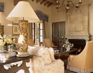 Baročno razkošje v notranji opremi stanovanja ali hiše.