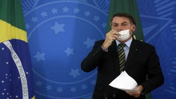 Presidente Bolsonaro amenaza con golpear a periodista brasileño
