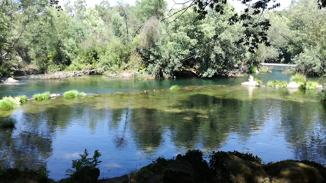 água de qualidade de ouro da praia fluvial de Cavadinho
