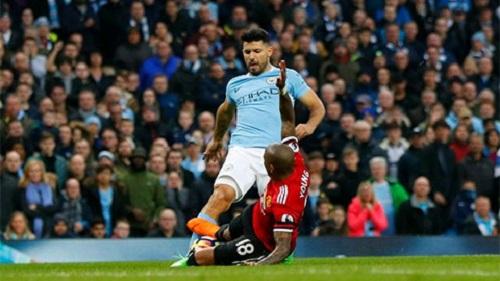 Aguero bị cấm thi đấu 3 trận vì phạm lỗi