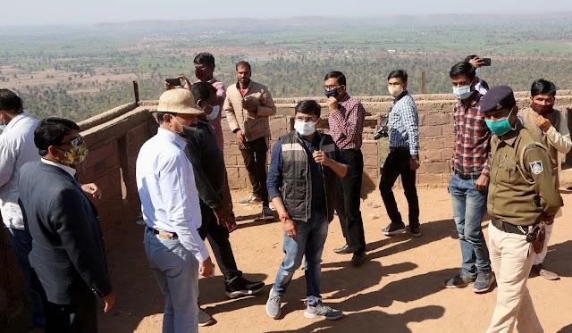 सिंगौरगढ़ किले के जीर्णोद्धार एवं आसपास के क्षेत्र में जल्द होगा नागरिक सुविधाओ में विस्तार.. कलेक्टर के साथ वन एवं पुरातत्व सर्वेक्षण विभाग के अधिकारियों ने.. दुर्गावती किला, दलपत सिंह की समाधि, निदानकुण्ड का दीदार कर देखे हालात..