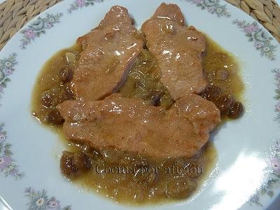 lomo de cerdo en salsa con uvas pasas