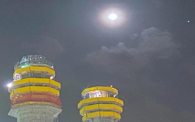 3 Foto Fenomena Bulan Purnama di Langit Masjidil Haram Jadi Viral, Netizen: Subhanallah