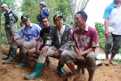 Bupati Trenggalek Tinjau Kondisi Longsor di Desa Karangtengah Panggul