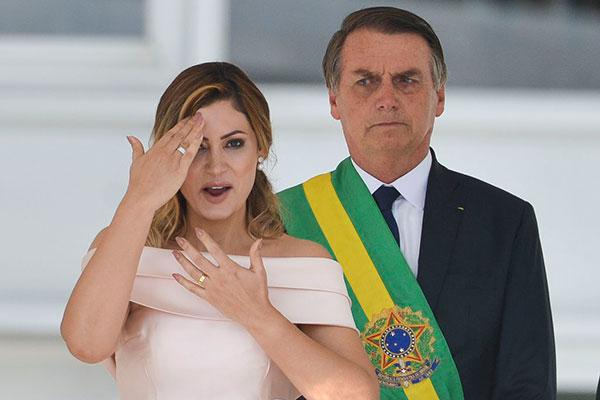 Primeira-dama agradece orações e fala sobre Bolsonaro: 'Meu marido é um milagre'