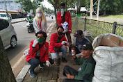 Bergerak Masif, GMNI Tangsel Kembali Bagikan Hand Sanitizer ke Masyarakat