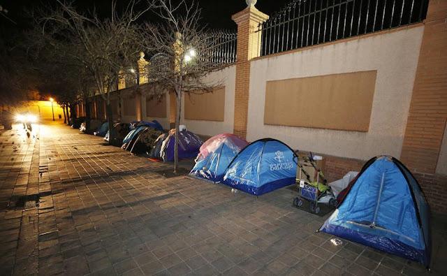 Acampada de indigentes en el centro histórico de València ciudad.