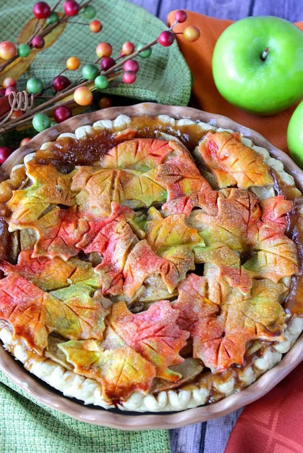 apple pie with leaves top crust