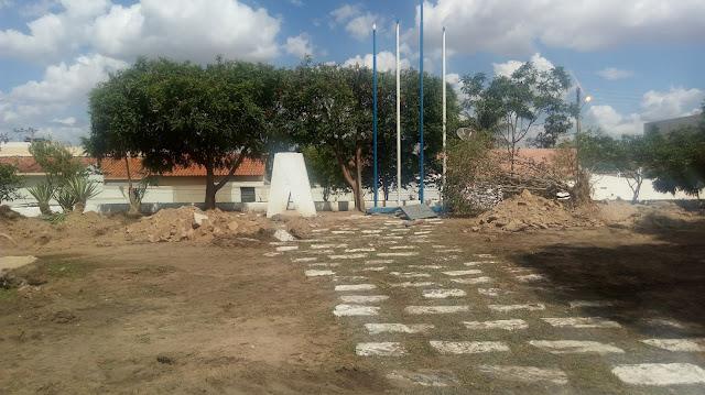 Limpeza na Praça Delmiro Gouveia é iniciada para construção do Memorial em homenagem a Delmiro Gouveia