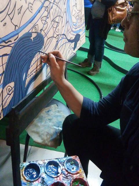 Artista Angie Tryhane