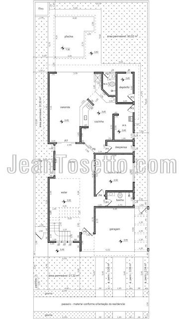 A planta do pavimento térreo, locada em terreno de 360 m², possui área projetada de 176 m², dos quais 14 m² são da piscina.
