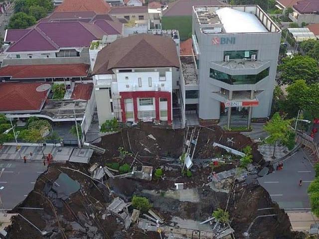 Pemkot Surabaya Sebut Jalan Gubeng Ambles karena Kesalahan Konstruksi