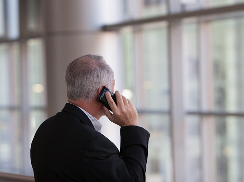 Tips Anti Hoax Dan Penipuan Untuk Pengguna Ponsel Lanjut Usia