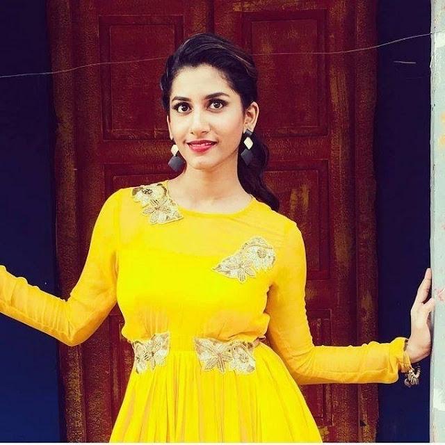 Vishnu Priya latest pics in yellow dress