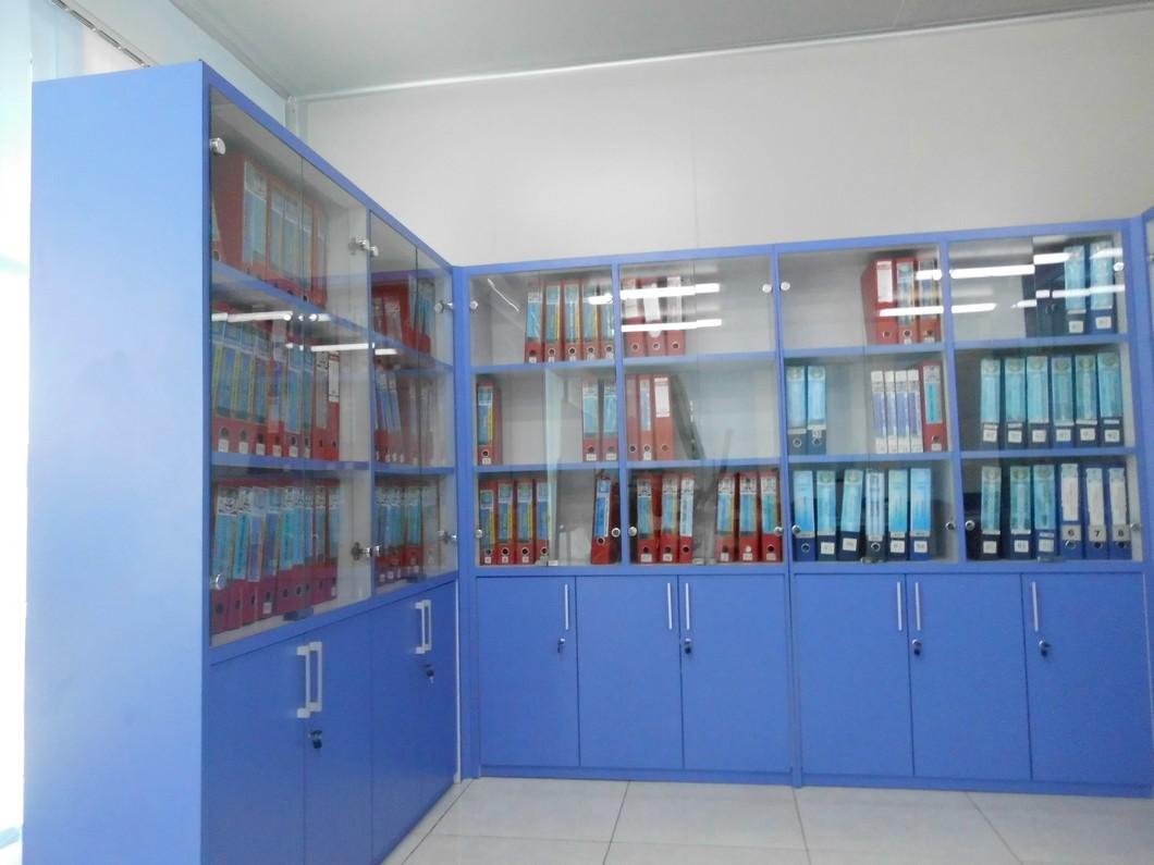 Lemari Arsip Dokumen Kantor Besar Dengan Pintu Kaca ...