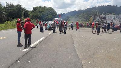 Resultado de imagem para Ibirapitanga: Manifestantes interditam trecho da BA-650 com a BR-101