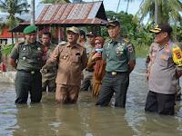 Korem 141/Tp Bersinergi Pemkab Soppeng Memberikan Bantuan Pada Korban Banjir