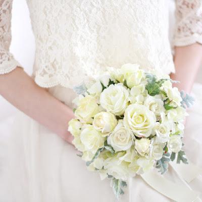 バラとシルバーリーフのブーケ(白)-ウェディングヘッドドレス&花髪飾りairaka