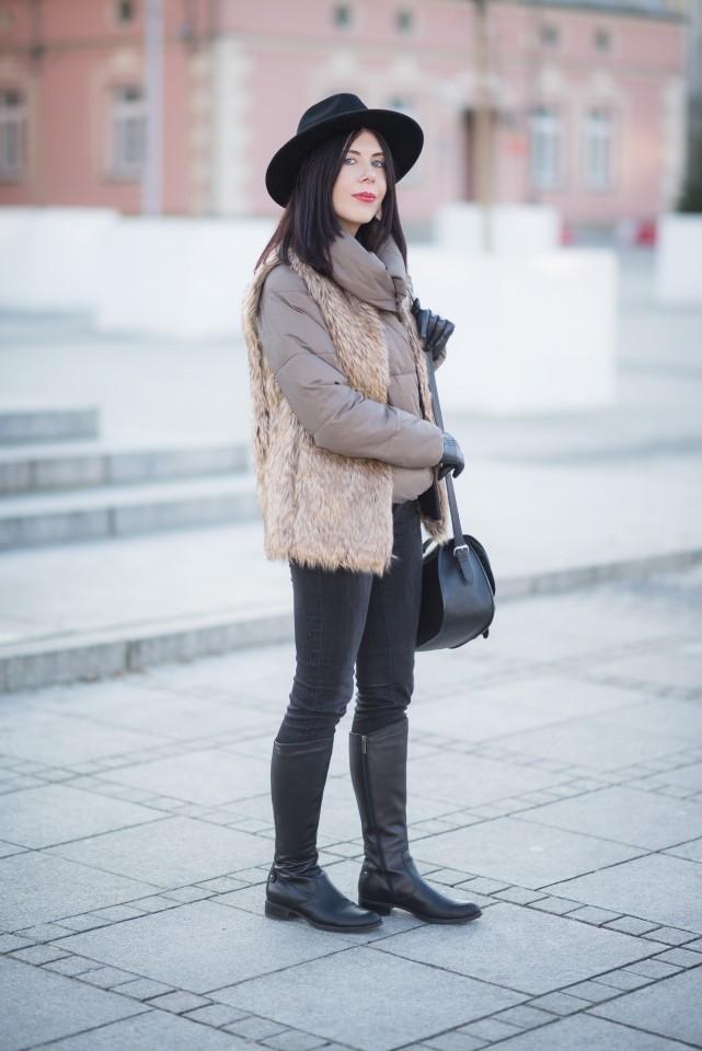 jak nosić kurtkę puchową? | kurtka puchowa na zimę | stylowa kurtka puchowa | puchówka SinSay | zimowa stylizacja z kapeluszem | futrzana kamizelka | futerko na zimę | sztuczne futro | fedora | blog o modzie | blog modowy | blog szafiarski