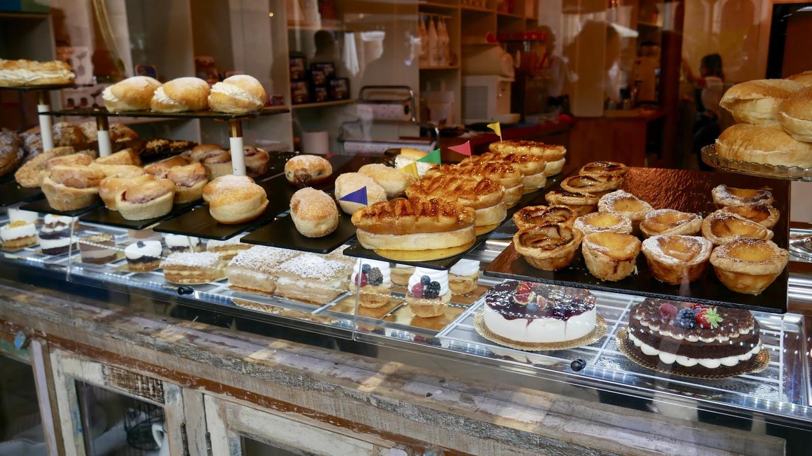Vitrine de la pâtisserie Maikala sur la Plaza Nueva Bilbao Pays Basque Espagne