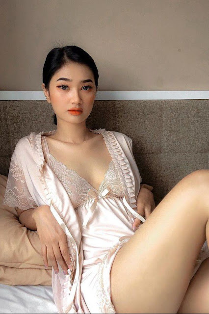 Hot and sexy photos of beautiful busty asian hottie chick Malaysian booty model Chindy Mariad photo highlights on Pinays Finest sexy nude photo collection site.