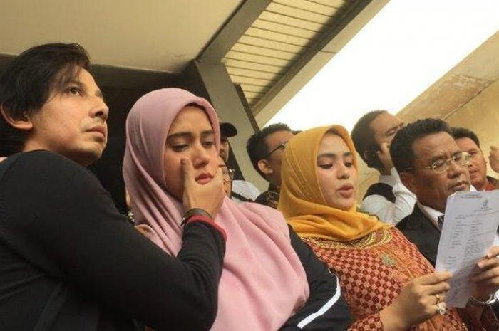 Fairuz A Rafiq Melaporkan Mantan Suaminya Galih Ginanjar