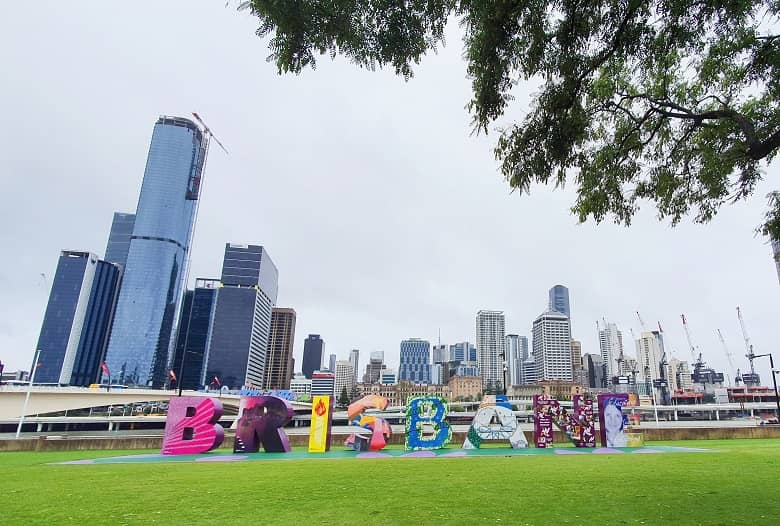 a picture of the famous Brisbane landmark with buildings on the background