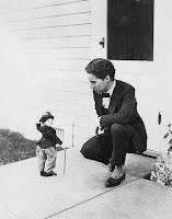 Чарли Чаплин с куклой Бродяги 3