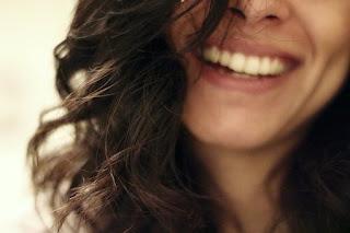 सपने में स्त्री को हँसते देखना